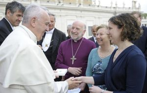 Bishop_meets_Pope_opt